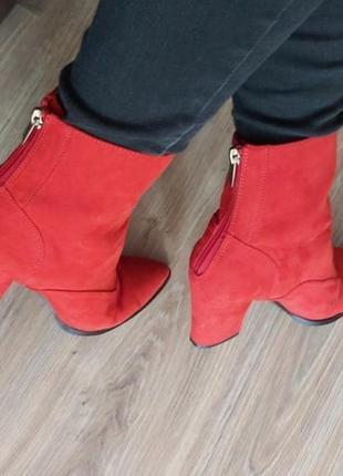 Ботинки красные с замком острый нос
