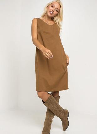 Джинсовое платье сарафан коричневого цвета