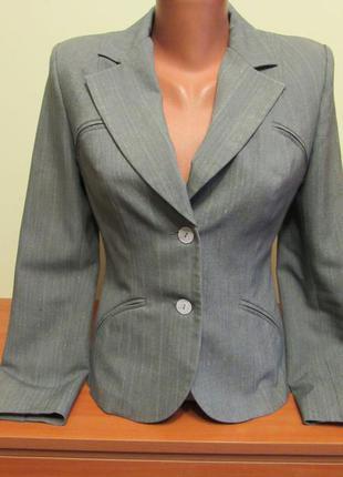 Класичний жіночий піджак