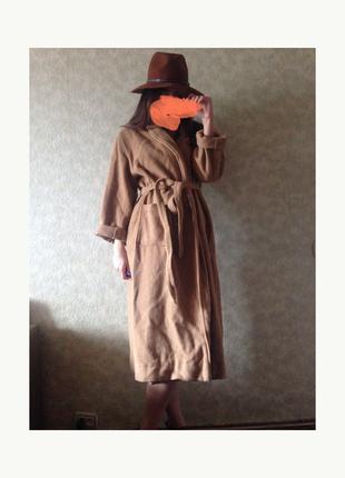 Пальто бежевого цвета