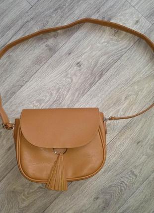 Новая сумка женская кроссбоди через плечо с кисточкой коричневая