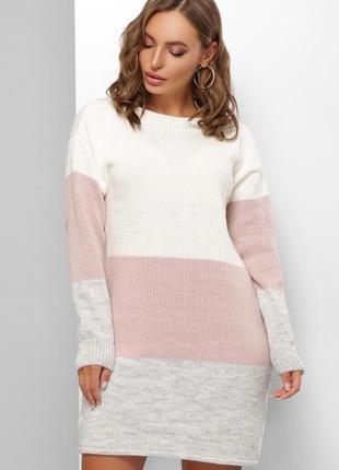 Модное вязаное платье выполнено из качественной пряжи