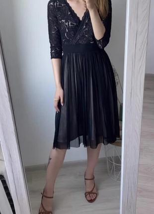 Чёрное кружевное платье с телесным подкладом m&co