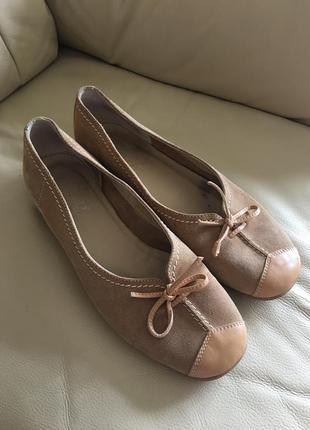 Кожаные туфли на среднем каблучке