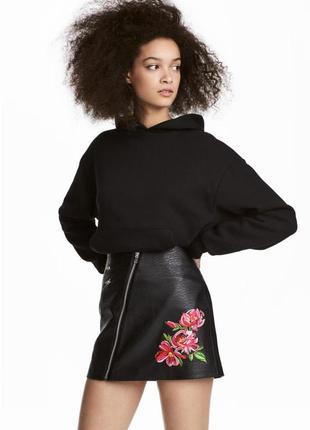 Кожаная юбка с молнией и цветами h&m