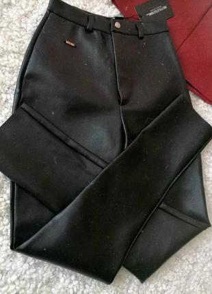 Штани з плотного шкірзаму