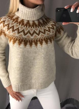 Плотный свитер с горлом. amisu. размеры уточняйте.