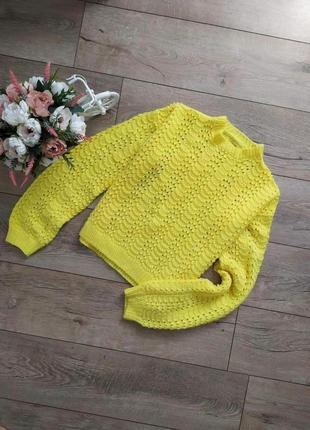 Ярко жовта вязаний світер