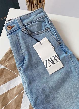 Стильныe джинсы скини zara