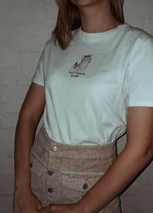 Білосніжна футболка з котиком