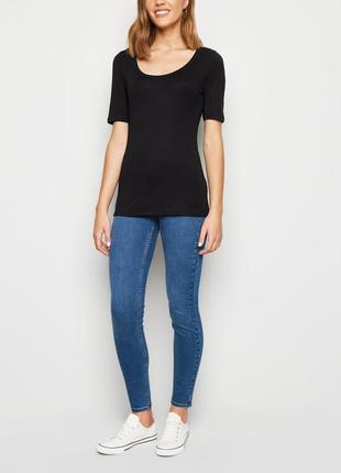 New look. товар из англии. черная футболка с вырезом декольте.