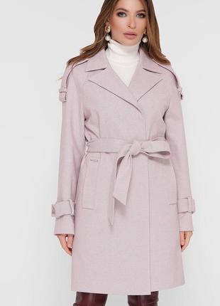 Элегантное пудровое пальто