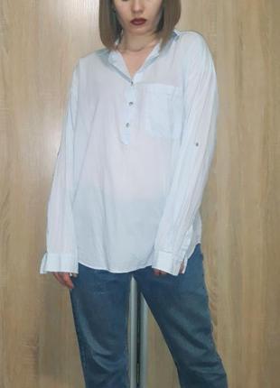 Нежно голубая свободная хлопковая бойфренд рубашка оверсайз