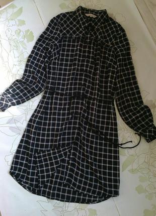 Платье-рубашка в клеточку.