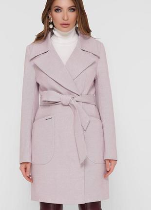 Стильное пудровое пальто