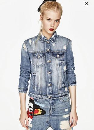 Стильная джинсовая куртка ( джинсовый пиджак) zara с принтом хс с