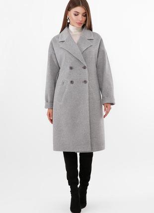 Двубортное серое пальто