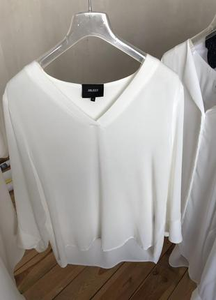 Стильная белая базовая блуза
