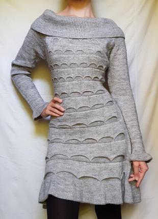 Серое теплое вязаное платье