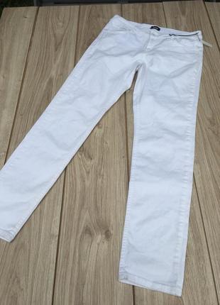Стильные h&m актуальные белые джинсовые h&m  брюки тренд