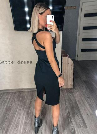 Силуэтное платье миди