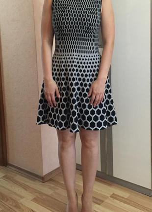 Трикотажное платье с пышной юбкой