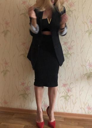 Удленненный чёрный пиджак h&m.
