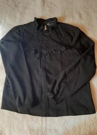 Красивая блуза с воротником-стоечкой