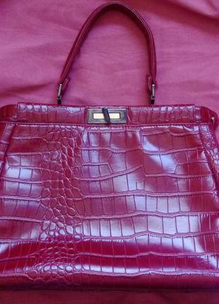Красная/бордовая сумка под рептилию basconi в стиле fendi peekaboo