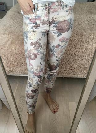 Стильные штаны с цветочным принтом