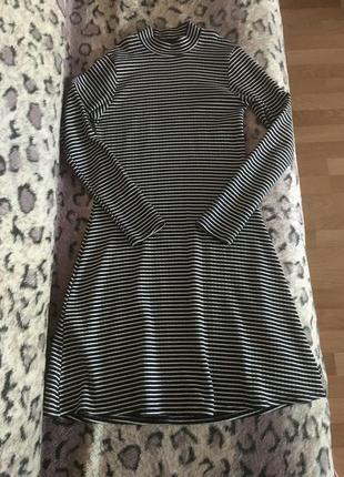 Плаття в чорно білу полоску