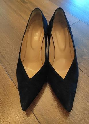 Туфли черные замшевые с острым носком