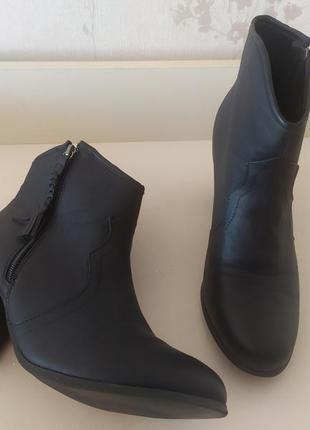 Демисезонные ботинки на устойчивом каблуке