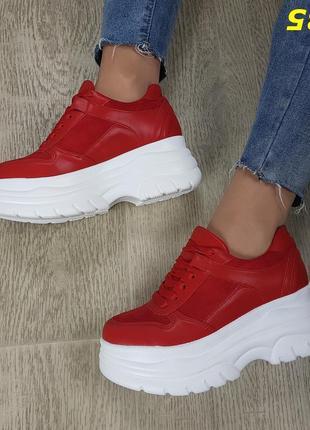 Кроссовки криперы на высокой платформе буффало красные