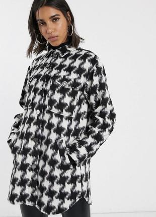 Плотная  куртка рубашечного кроя в ломаную клетку
