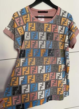 Новая футболка с принтом в стиле fendi