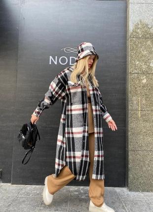 Пальто рубашечного кроя в клетку в стиле оверсайз