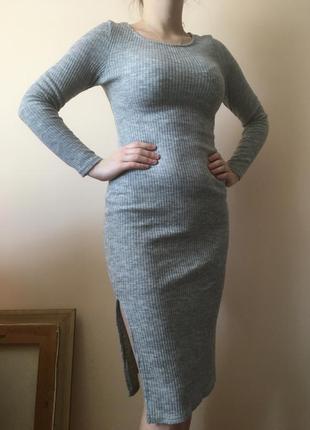 Сіре плаття в рубчик
