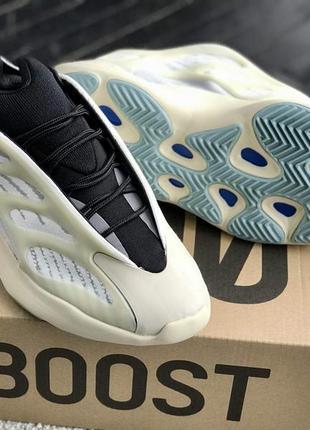 Женские кроссовки adidas yeezy 700 v3