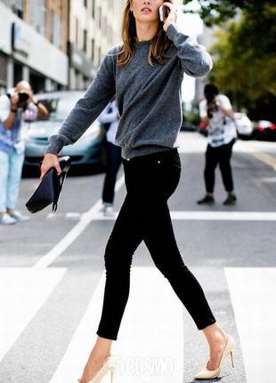 Очень красивый и стильный брендовый вязаный свитерок.