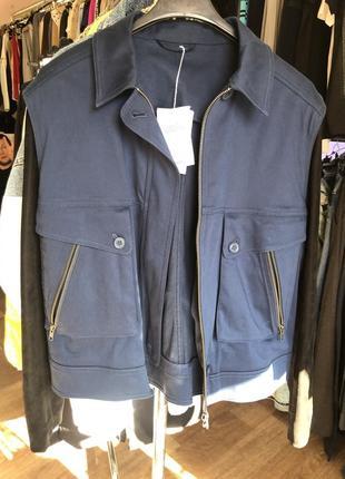 Осенняя куртка с кожаными рукавами