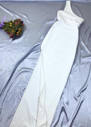 Белое макси платье на одно плечо с разрезом