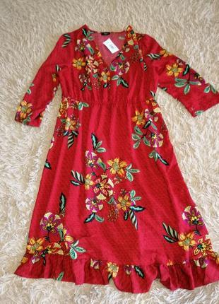 Стильне плаття довжина 105см, талія на резинці 40-60см, плечі 43см.