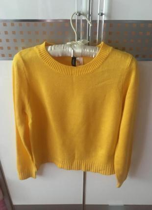 Очень красивый жёлтый свитер