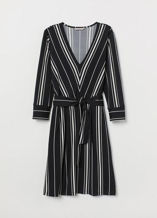 Трендовое платье в полоску/ платье с поясом/актуальный вырез/ h&m/карманы/ с поясом