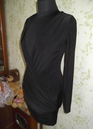 Платье в обтяжку с открытой передом