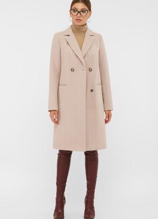 Классическое двубортное пальто пудрового цвета