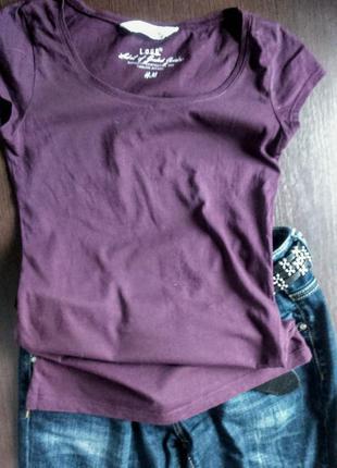 Базовая футболка насыщенного цвета с коротким рукавом
