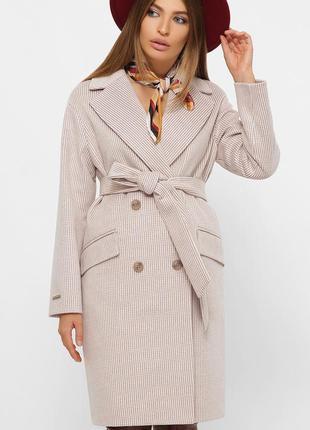 Двубортное пудровое пальто