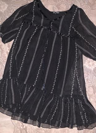 Черное шифоновое платье с воланом